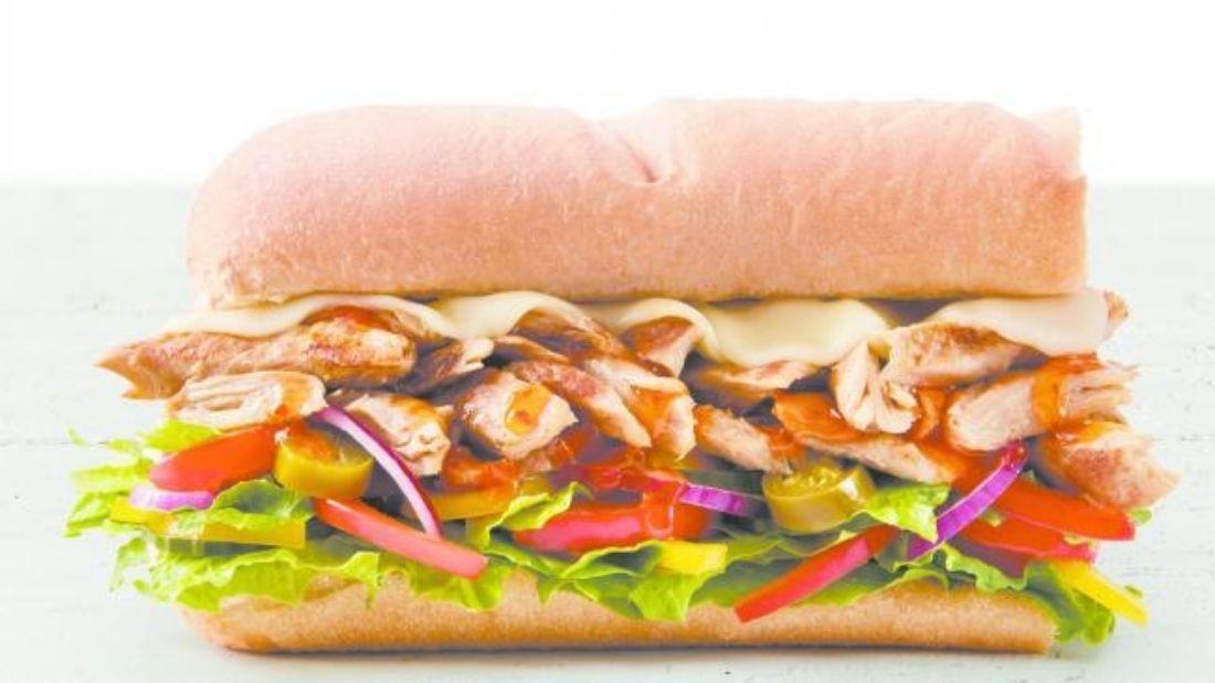 Subway vegan T.L.C. with vegan chicken and salad