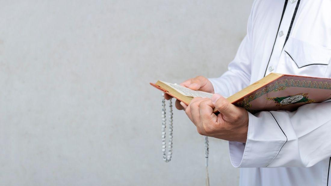muslim man reading quran